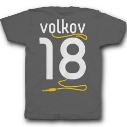 Именная футболка с аккуратным шрифтом и кабелем от наушников 38