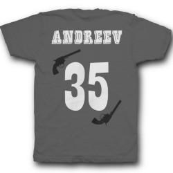 Именная футболка с вестерн шрифтом и револьверами 30