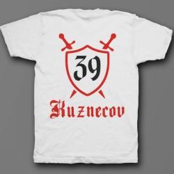 Именная футболка с средневековым шрифтом и щитом 48