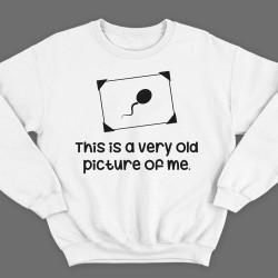 """Прикольный свитшот с надписью """"This is a very old picture of me"""" (""""Это самая старая фотография меня"""")"""