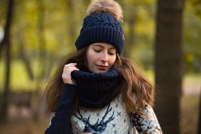 Красный свитер с оленями в Москве купить