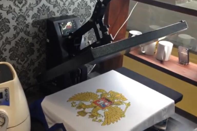 Нанесение логотипа на кепку в Москве недорого